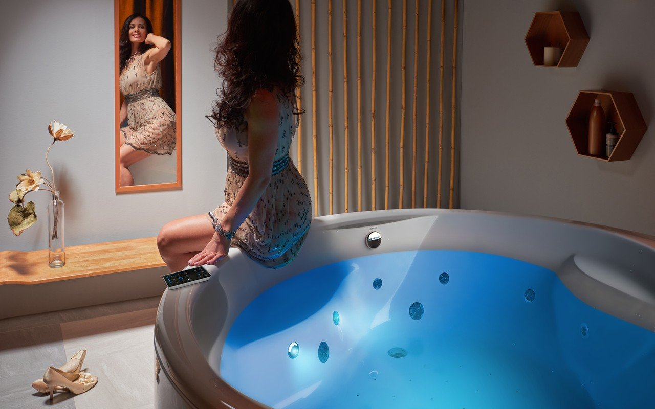 Aquatica allegra wht spa jetted bathtub int 06 (web)