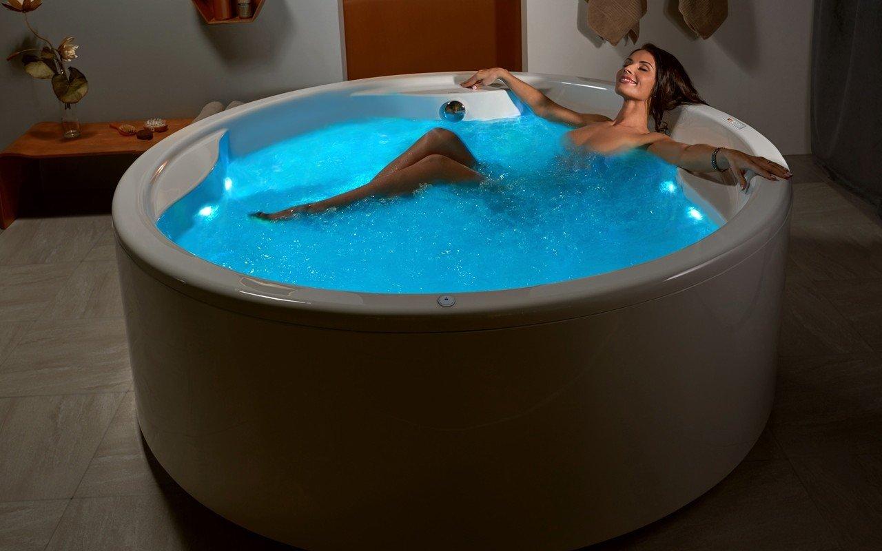 Aquatica Allegra-Wht Freestanding HydroRelax Pro Jetted Bathtub picture № 0