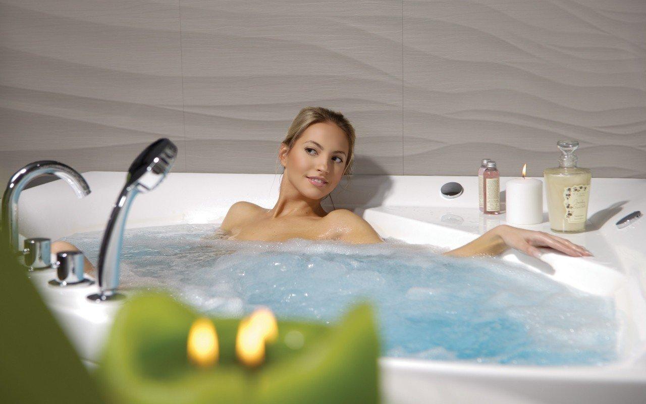 Aquatica olivia wht spa jetted corner bathtub int web 05
