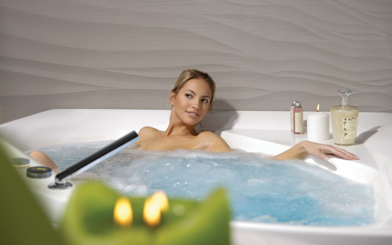 Aquatica olivia wht spa jetted corner bathtub usa 05 (web)