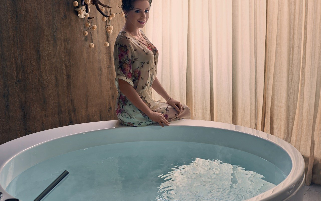 Aquatica pamela wht freestanding acrylic bathtub web 04