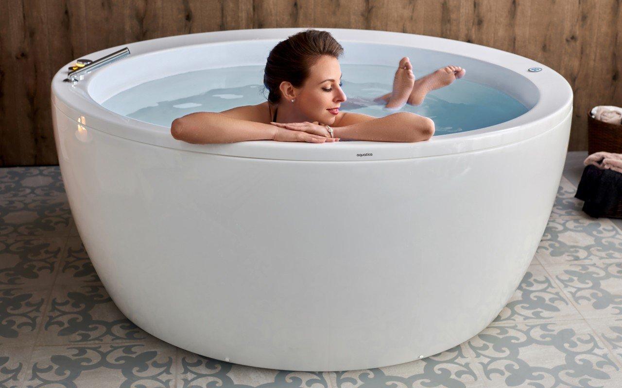 Aquatica pamela wht relax freestanding acrylic bathtub USA web 01