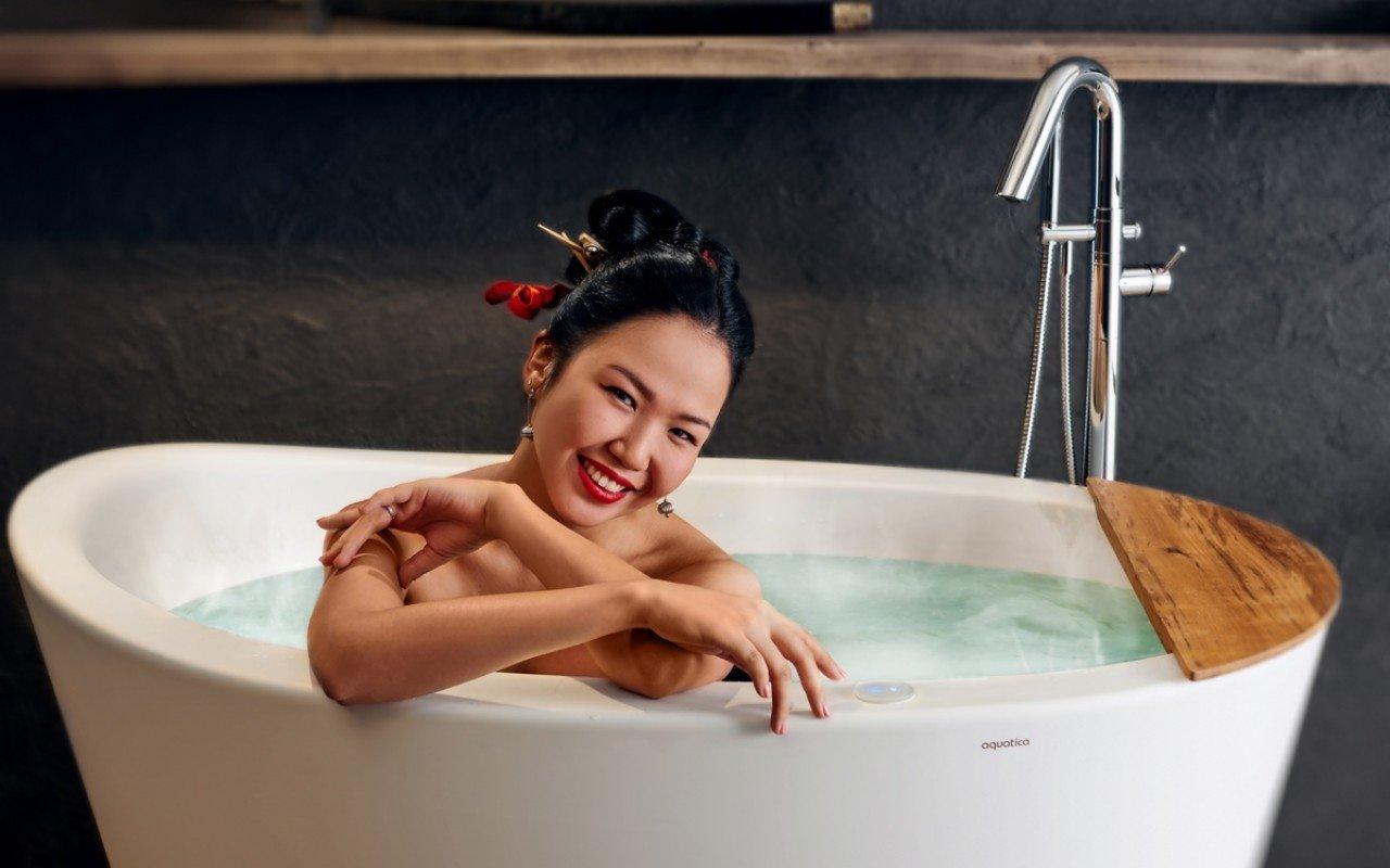 Aquatica true ofuro tranquility freestanding solid surface bathtub web 04