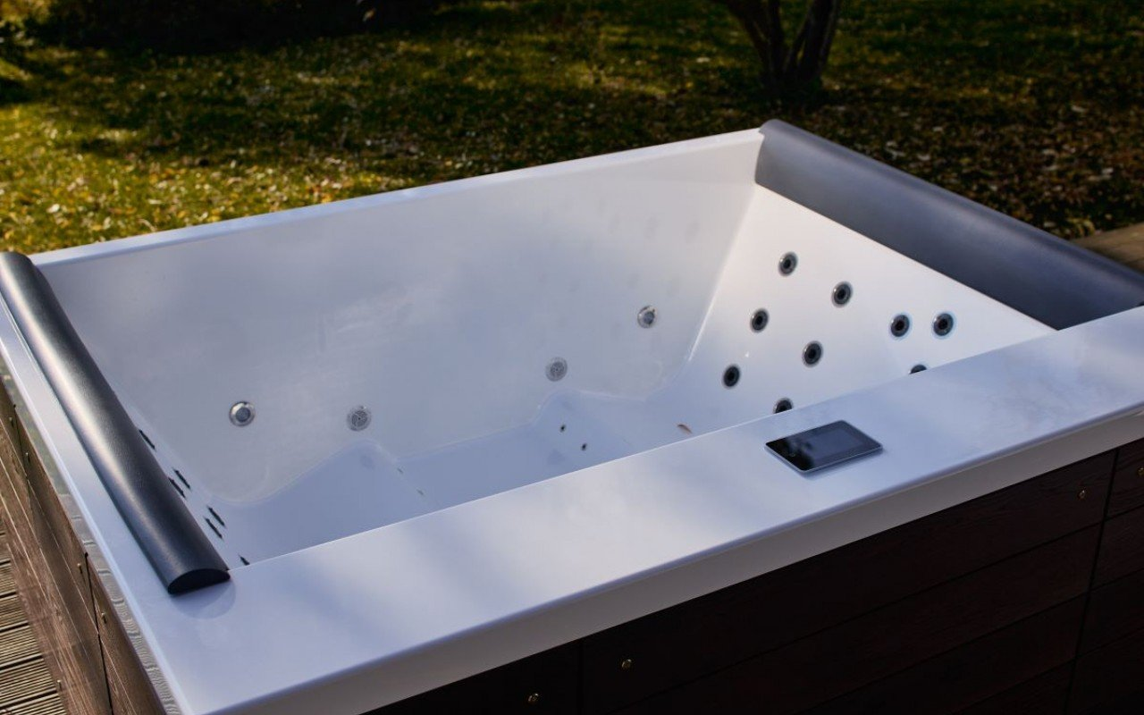 Aquatica Downtown Spa With Thermory Wooden Siding (220/240V/ 50/60Hz) picture № 0