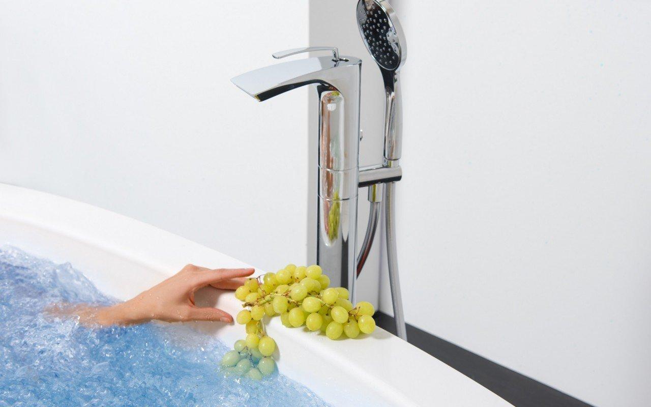 Bollicine Floor Mounted Bath Filler Chrome DSC2782