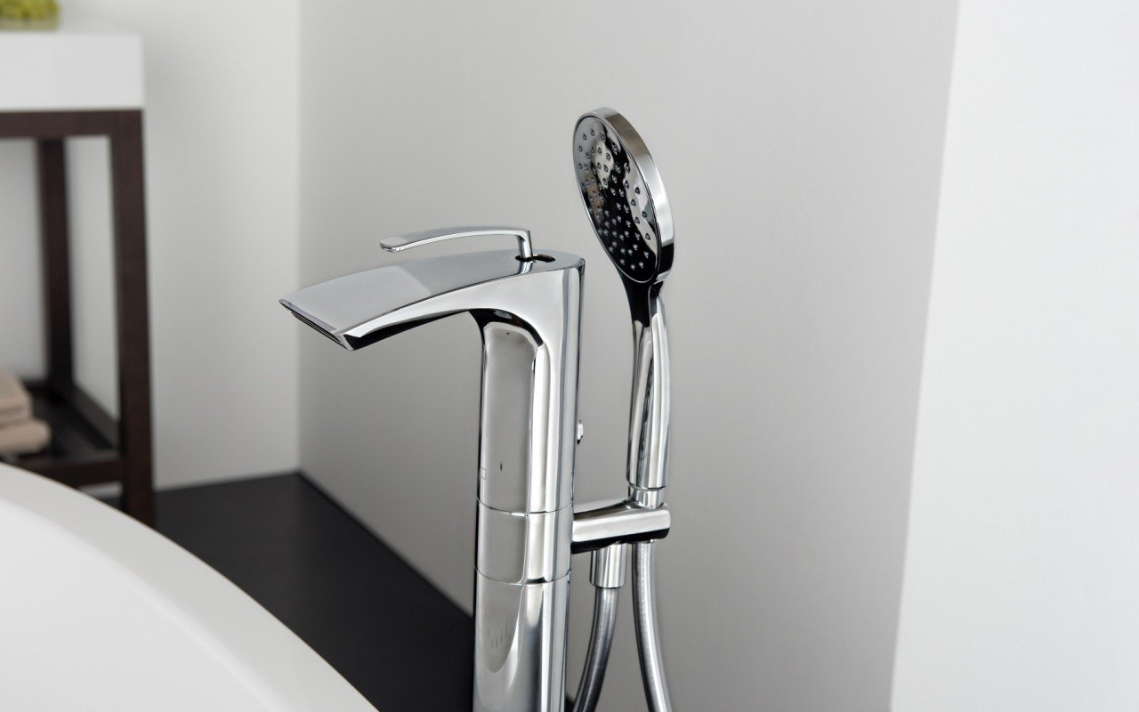 Bollicine Floor Mounted Bath Filler ChromeDSC2867