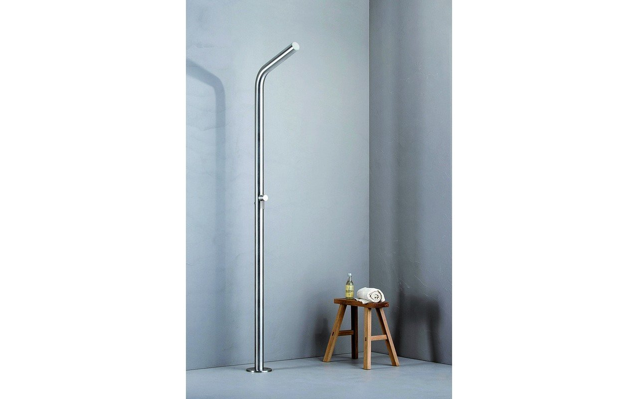 Gamma 524 freestanding outdoor shower 01