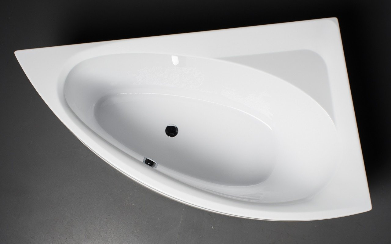 Idea L Wht Corner Acrylic Bathtub 1