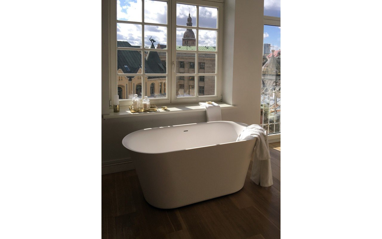 Tulip Wht Freestanding Solid Surface Bathtub iphone (1)