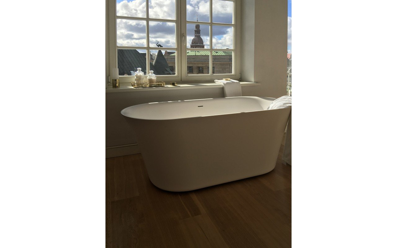 Tulip Wht Freestanding Solid Surface Bathtub iphone (3)