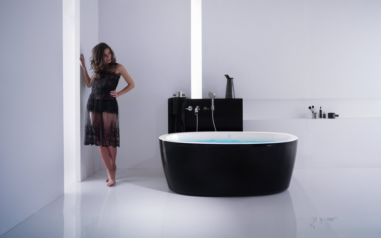 Aquacita Purescape 174A Black Wht Relax Air Massage Bathtub with girl blue (web)