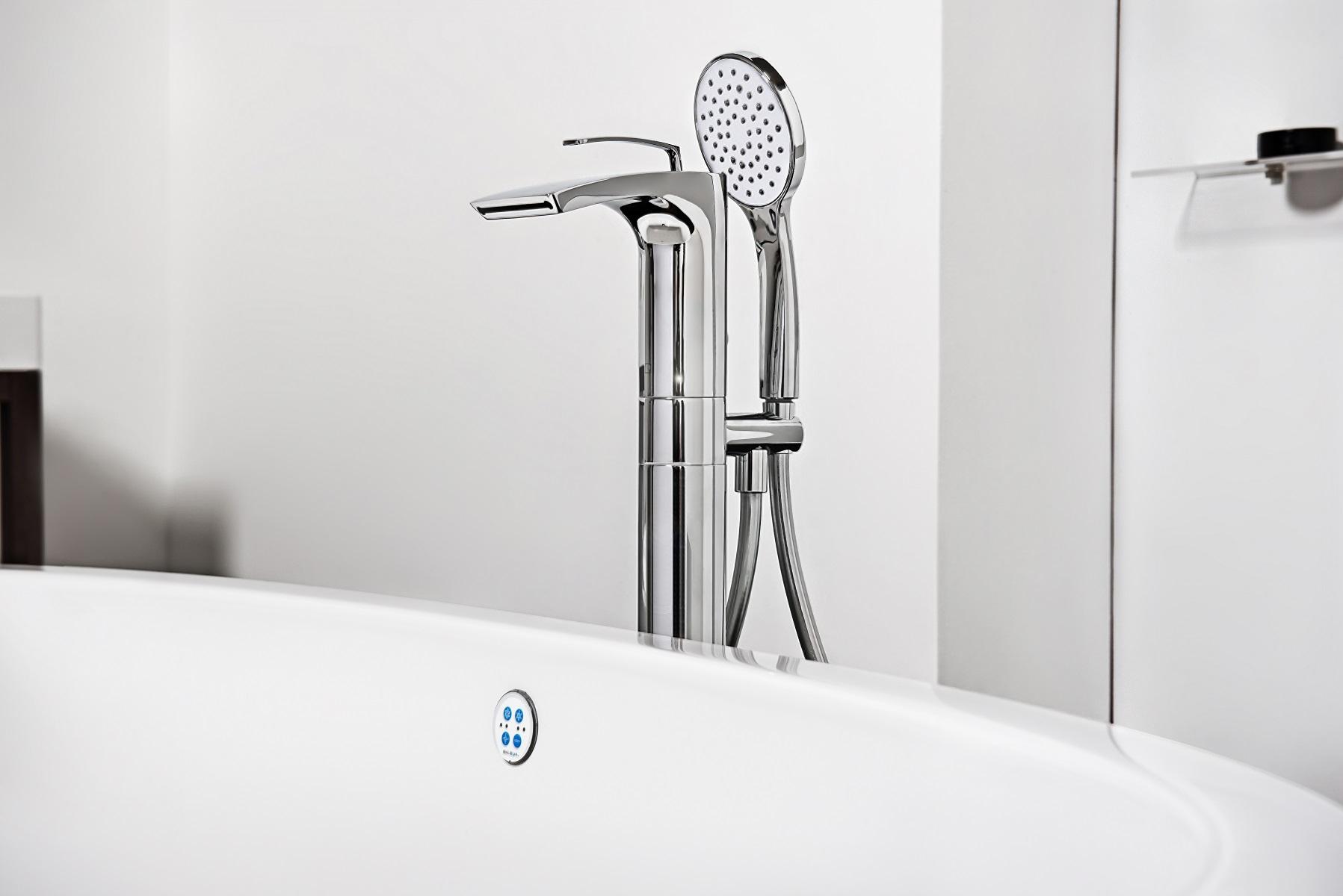 Bollicine Floor Mounted Bath Filler ChromeDSC2830