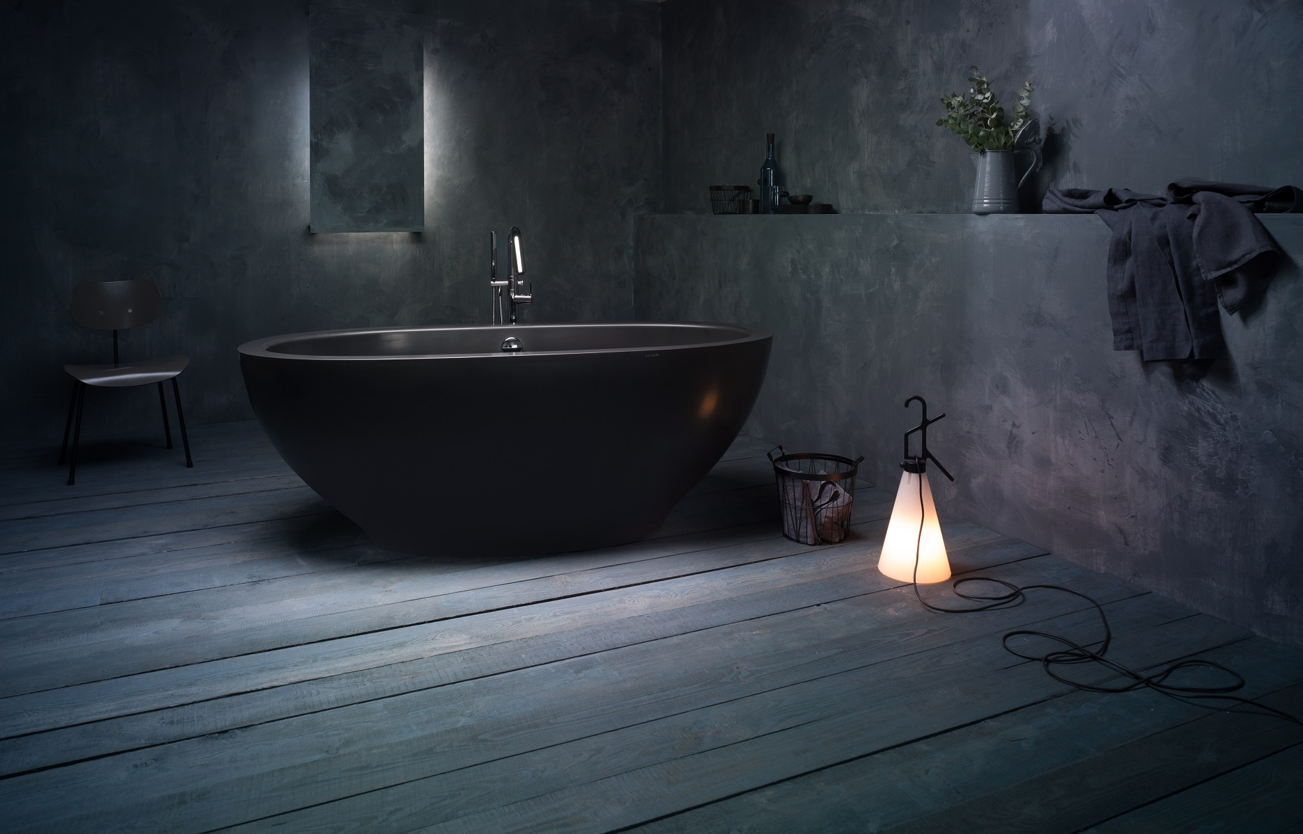 5 gorgeous ways to incorporate black and gold into your bath