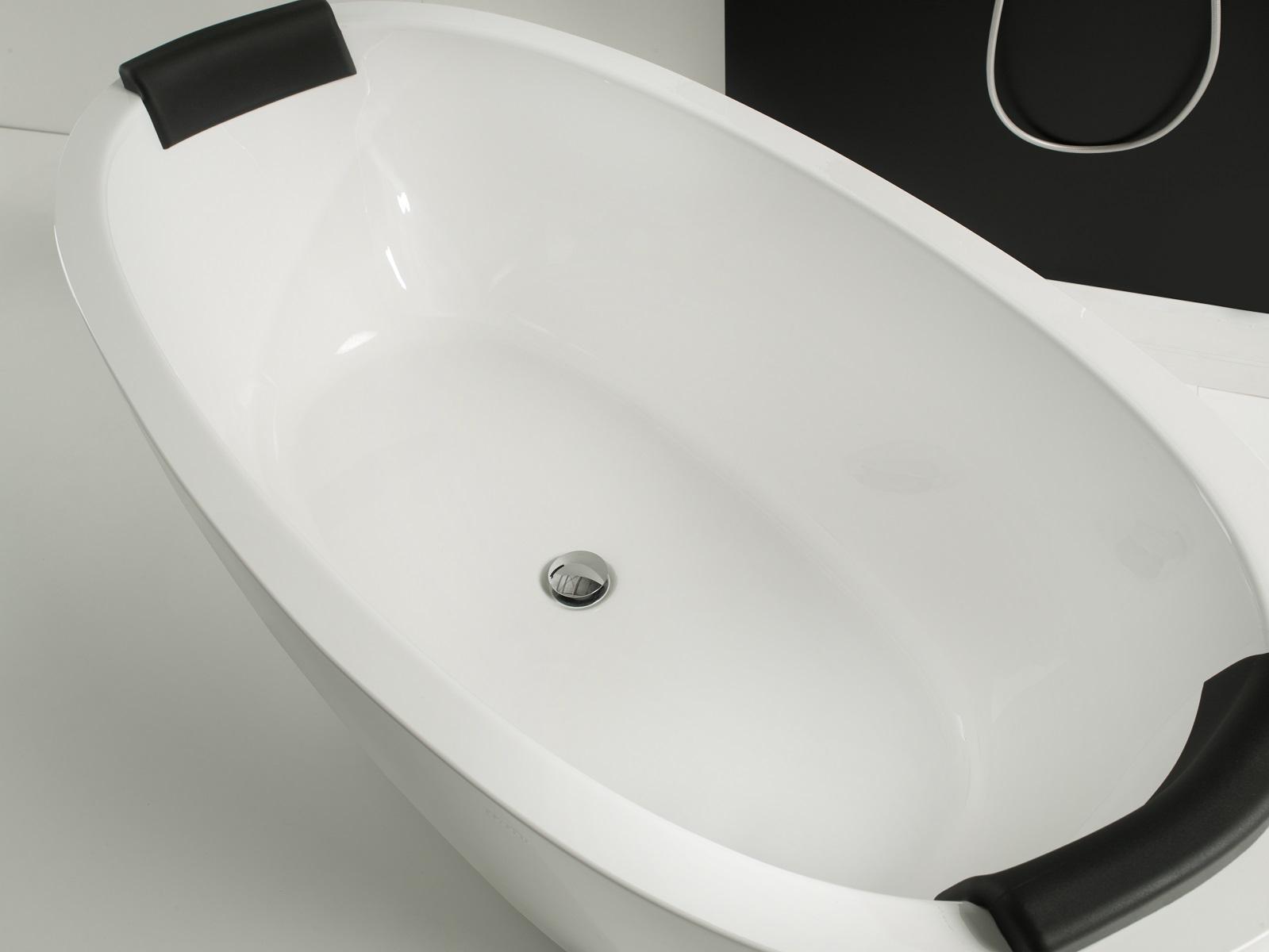 repose t te pour baignoire comfort d aquatica en noir. Black Bedroom Furniture Sets. Home Design Ideas