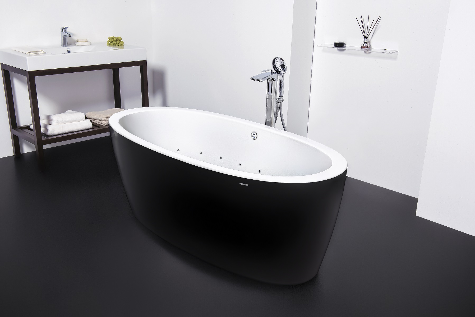 Purescape 174A Blck Wht Relax Air Massage Bathtub by Aquatica DSC2814 web