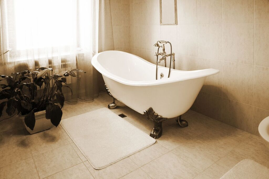 claw footed bathtub
