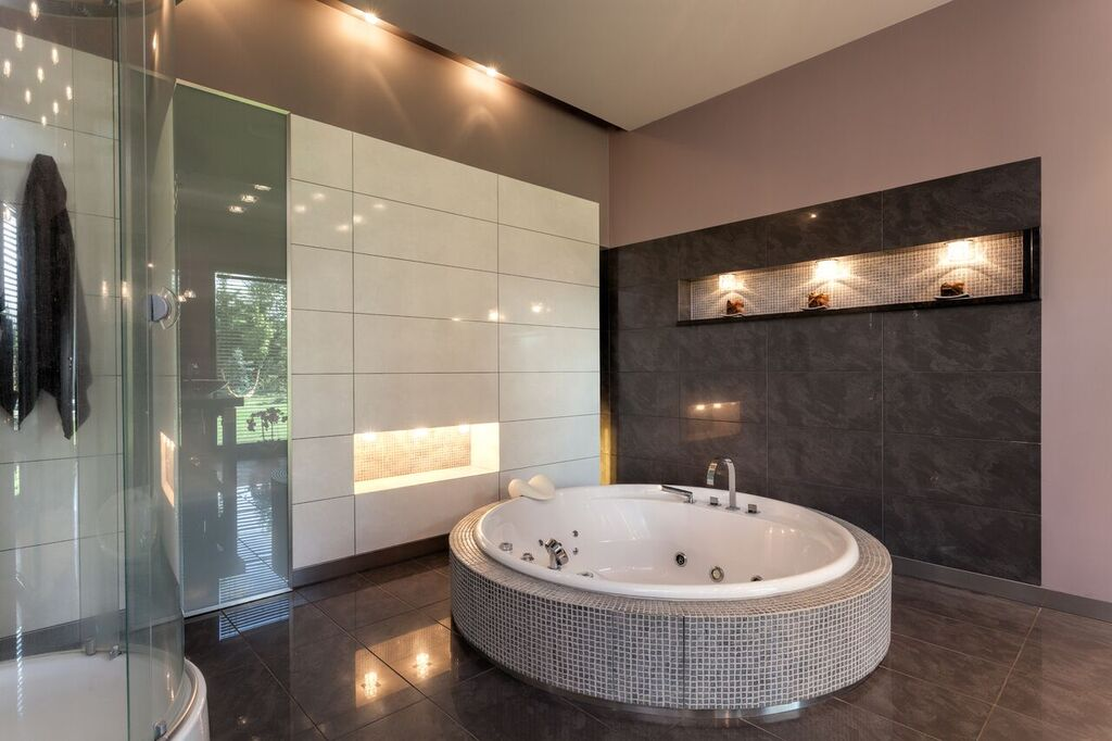 freestanding bathtub jetted